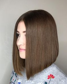 24 Flattering Middle Part Hairstyles In straight hairstyles middle part straight hairstyles balayage Short Hair Cuts For Round Faces, Round Face Haircuts, Short Straight Hair, Middle Part Hairstyles, Straight Hairstyles, Black Hairstyles, Brunette Hair Color With Highlights, Parting Hair, Short Haircut Styles