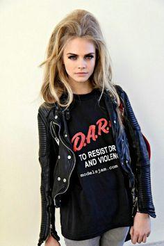 Cara Delevingne: having the unique ability to make a D. shirt look cool. Glam Rock, Rock Chic, Cara Delevingne, Estilo Goth Pastel, Pastel Goth Fashion, Grunge Fashion, Rock Style, Style Me, Style Hair