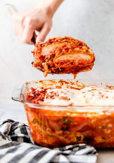 I combined two of my favorite foods – Chicken Parmesan and Lasagna to make this delicious Chicken Parmesan Lasagna, the perfect family-friendly dish to feed a large crowd! Chicken Parmesean Lasagna, Chicken Lasagna, Skinnytaste Chicken Parmesan, Ww Recipes, Cooking Recipes, Skinnytaste Recipes, Gourmet Recipes, My Favorite Food, Favorite Recipes