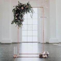 Inspiração Tullier: Pode ser uma arara linda para o nosso atelier ou um detalhe especial na decoração do seu casamento. Rosé/cobre + folhagens + terrário + velas = <3