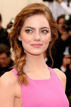 Emma Stone. | 26 celebridades que prueban que el maquillaje puede cambiar tu rostro por completo