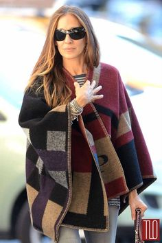 The Top 20 Celebrity Street Style Looks of Part 2 Sarah Jessica Parker, Burberry Poncho, Burberry Prorsum, Carrie Bradshaw, Street Style Looks, Fall Winter Outfits, French Fashion, Tartan, Nice Dresses