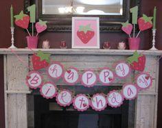 Banner de cumpleaños para coordinar con fresa por kerrimakes