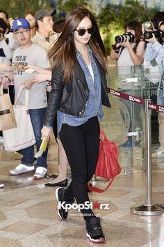SNSD Yuri Airport Fashion