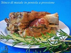 Stinco di maiale nella pentola a pressione. Xmas Food, Roast Beef, Slow Cooker, Pork, Food And Drink, Meat, Xmas Recipes, Blog, Cooking