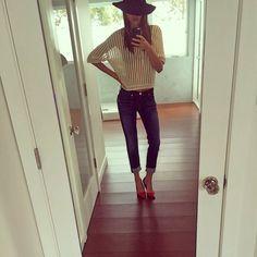 Magerwahn: Wie dünn denn noch?! Die eh schon immer superschlanke Miranda Kerr zeigt ein Selfie auf ihrem Instagram-Profil, auf dem nun auch ihre letzten weiblichen Rundungen verschwunden sind.
