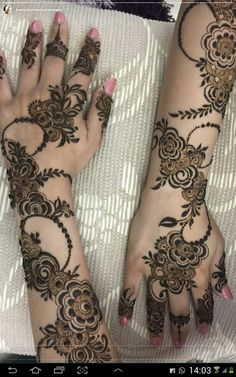 Mehndi henna designs are always searchable by Pakistani women and girls. Women, girls and also kids apply henna on their hands, feet and also on neck to look more gorgeous and traditional. Khafif Mehndi Design, Floral Henna Designs, Henna Art Designs, Mehndi Designs For Girls, Modern Mehndi Designs, Dulhan Mehndi Designs, Mehndi Design Pictures, Wedding Mehndi Designs, Mehndi Designs For Fingers