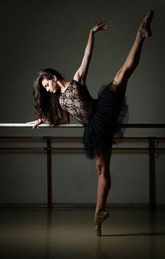 tenue de danse moderne, robe noire avec dentelle