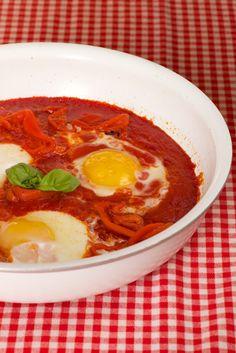 La colazione del contadino: uova con peperoni e pomodori - L'Abruzzo è servito   Quotidiano di ricette e notizie d'AbruzzoL'Abruzzo è servito   Quotidiano di ricette e notizie d'Abruzzo
