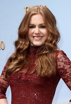 Isla Fishers gorgeous, wavy hairstyle