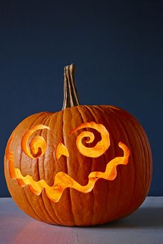 26 Easy Pumpkin Carving Ideas for Halloween 2019 - Cool Pumpkin Carving Designs and Pictures Cute Pumpkin Carving, Halloween Pumpkin Carving Stencils, Halloween Pumpkin Designs, No Carve Pumpkin Decorating, Halloween Jack, Halloween Pumpkins, Halloween Crafts, Halloween Decorations, Pumkin Carvings Easy