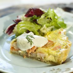 Pie with trout and shrimps Trout, Shrimp, Eggs, Yummy Food, Breakfast, Recipes, Morning Coffee, Delicious Food, Brown Trout