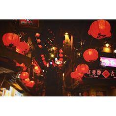Instagram【yuuki_gnhcky】さんの写真をピンしています。 《就活前の息抜き終わり〜  九份も十份も楽しかったです。 平渓天燈祭の写真もまた後にあげます。 旅慣れしてるサークルの後輩とやったので最初から最後まで気楽で楽しい旅でした。 いろんな人といろんなところへこれからも行きたいです!  就活は自分らしくやっていきたいです!  #九份 #kyuhyun #jiufen #taiwan #台湾 #instatravel #travelgram #lantern #nightview #奥行き同盟 #ジブリ #backpacker #旅 #カメラ男子 #like4tags #二人旅 #ランタン #夜 #いいねありがとうございます #夜景》