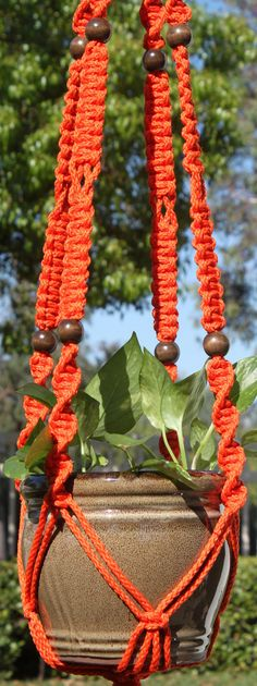 Precious Tips for Outdoor Gardens In general, almost half of the houses in the world… Metal Plant Hangers, Macrame Plant Hangers, Plant Holders, Wall Hanger, Handmade Items, Coral, Braids, Backyard, Patio