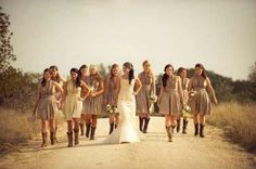dirt road photo with the entire bridal party