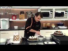 ▶ eBand Videos Receita Minuto Aprenda a decorar Bolos com o Chef de cozinha Eduardo Beltrame Parte 12 - YouTube