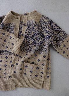 라르니에 정원 LARNIE Vintage&Zakka Makes me want to create a Scandinavian-style fair isle yoke with Swallows and other non-Scandi design elements Knitting Designs, Knitting Patterns, Crochet Patterns, Knitting Ideas, Stitch Patterns, Fair Isle Knitting, Free Knitting, Knitting Sweaters, Motif Fair Isle