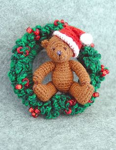 Crochet Stuff Bears Mini Amigurumi Christmas Bear in Wreath - FREE Crochet Pattern and Tutorial by Sue Pendleton - Christmas Crochet Patterns, Crochet Christmas Ornaments, Holiday Crochet, Christmas Stocking, Christmas Wreaths, Crochet Teddy Bear Pattern, Crochet Bear, Free Crochet, Crochet Wreath