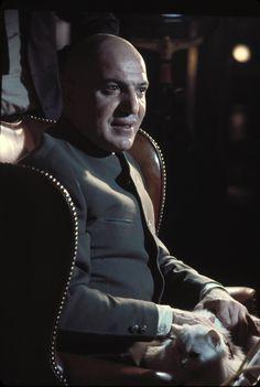 Telly Savalas as Blofeld ~ 6. 1969 – I hennes majestäts hemliga tjänst (On Her Majesty's Secret Service)