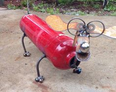 Fire extinguisher dog recycled garden yard art by nbillmeyer Metal Sculpture Artists, Steel Sculpture, Art Sculptures, Sculpture Ideas, Metal Yard Art, Scrap Metal Art, Recycled Garden Art, Welding Art Projects, Diy Projects