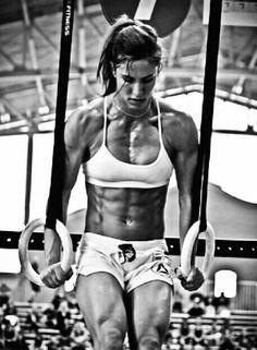 O CrossFit é um programa de treinamento de força e condicionamento físico geral baseado em movimentos funcionais, feitos em alta intensidade e constantemente variados. Normalmente esses movimentos se enquadram em três modalidades: levantamento de peso olímpico, ginástica olímpica e condicionamento metabólico, ou cardio. O CrossFit é o método de treinamento que mais cresce atualmente no mundo, por proporcionar a mais completa adaptação fisiológica possível no seu praticante.