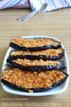 Eggplant au gratin in the oven - One of the most delicious and simple side dishes to prepare. Let& enjoy it together! My Favorite Food, Favorite Recipes, Healthy Italian Recipes, Food & Wine Magazine, Friend Recipe, Eggplant Recipes, Weird Food, Mediterranean Recipes, Light Recipes