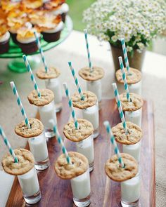 Finishing a party with Chocolate chip cookies and milk shooters! 👌🏻 #food #foodporn #foodie #foodlover #foodofinstagram #chocolatechipcookies #cookiesandmilk #milkshooters #party#wedding #weddingfood #dessert #desserts