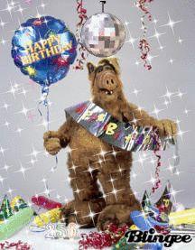 Alfs richtiger Name auf dem Planeten Melmac war Gordon Shumway. Funny Happy Birthday Song, Birthday Songs, Birthday Greeting Cards, Birthday Greetings, 80 Tv Shows, Happy Brithday, Happy B Day, Vintage Birthday, Gifs