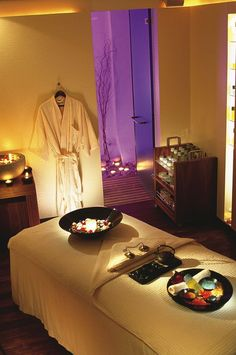 Spa Treatment Room with beautiful items used. Massage Room Design, Massage Room Decor, Massage Therapy Rooms, Spa Therapy, Day Spa Decor, Spa Room Decor, Home Spa Room, Spa Rooms, Sala Zen