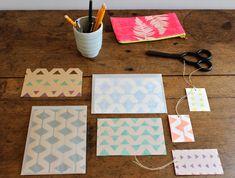Una forma sencilla de estampar papel para hacer etiquetas para regalo, decorar útiles de papelería y  papel para envolver regalos. Y cualquier otra cosa que se os pueda ocurrir.