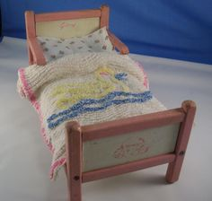"""VTG WOODEN GINNY 8"""" DOLL HOUSE FURNITURE BED w/ MATTRESS LINENS CHENILLE SPREAD #HousesFurniture"""
