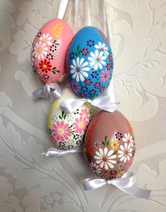 Items similar to 4 Goose Color Eggs, Hand Decorated Painted Easter on Etsy Easter Egg Crafts, Easter Eggs, Art D'oeuf, Egg Shell Art, Easter Egg Designs, Easter Gift Baskets, Diy Ostern, Egg Art, Egg Decorating