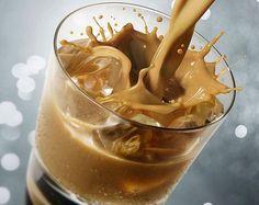 Az íze szinte tökéletesen megközelíti a valódit... Baileys likőr készítése házilag, - ahogy én készítem: Hozzávalók: • 7 dl tejszín • 15 dkg átszitált porcukor… Beverages, Drinks, Baileys, Icing, Peanut Butter, Paleo, Food And Drink, Ice Cream, Pudding
