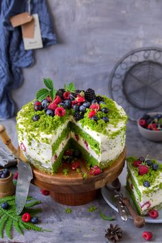 """Forest moss"" cake – Pastry World Cake Recipes, Dessert Recipes, Desserts, Moss Cake, Turnip Cake, Metabolism Boosting Foods, Crafting Recipes, Chocolate Buttercream Frosting, Fiber Rich Foods"