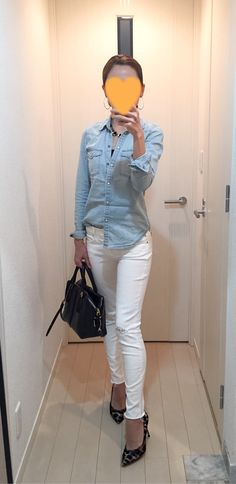 Denim shirt: American Eagle, White skinnies: Mother, Bag: Tod's, Leopard pumps: Fabio Rusconi