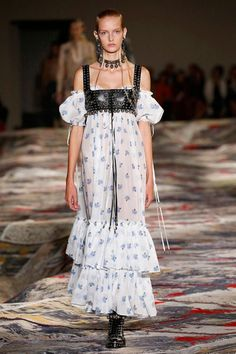 Alexander McQueen primavera-verão 2017 - Lilian Pacce