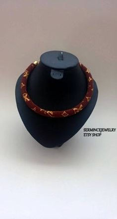 DISCOUNT  Gold Brown Bead crochet Necklace  Louis Vuitton