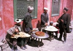 Afghanistan in 1960 when it was beautiful and free.  Straßencafé, Jahre