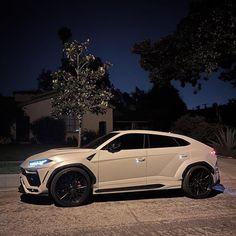 Lamborghini Huracan, Lamborghini Urus Interior, Bugatti, Luxury Sports Cars, Top Luxury Cars, Luxury Suv, My Dream Car, Dream Cars, B13 Nissan