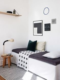 Charming Black And White Modern Bedroom Decor / Sfgirlbybay