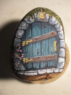 Easy Paint Rock For Try at Home (Stone Art & Rock Painting Ideas) Pebble Painting, Pebble Art, Stone Painting, Diy Painting, Diy Fairy Door, Fairy Doors, Diy Door, Garden Doors, Stone Crafts