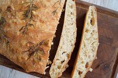 Italiensk brød med rosmarin og havsalt