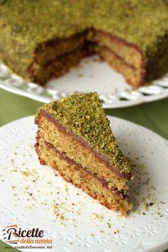 Come tutti i giovedì una ricetta selezionata per voi!!! Oggi parliamo di #Nutella!! Che ne dite allora di una #TORTA alla NUTELLA e PISTACCHIO? Una delizia per gli occhi e per il palato facilissima da preparare. http://www.ricettedellanonna.net/torta-al-pistacchio-e-nutella/