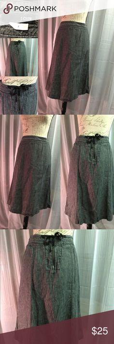 J crew flowing skirt Amazing skirt. Very well taken care of. J. Crew Skirts Midi