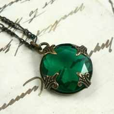 Eire emerald vintage jewel and natural brass filigree necklace #emeraldjewelry