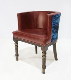 The Kingsley Tub chair has a small footprint but offers great comfort for dining or lounging in restaurants, pubs and hotels. The chair is manufactured in Oak and has a traditional turned front leg. The chair can be upholstered in a fabric or leather.