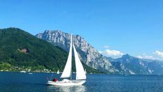 Traunsee  . . .  #photooftheday #photoofday #austria #upperaustria #lakelife #yachting #sailboat #beautifulday #scene #mountains #natur #igdaily #ig_captures #iger #instalike #instagram #instacool #instamood #instagood by withlovechel_sinel