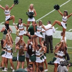 Love this pyramid from the All Girl team at University of South Florida!  DOUBLE TAP if you do too!