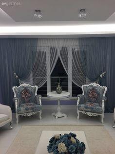 Nükhet hanımın her odası ayrı zevkli, stil sahibi evi. Cute Living Room, Cozy Living Rooms, Home And Living, Living Room Decor, Bedroom Decor, Rideaux Design, Drawing Room Furniture, Beautiful Curtains, Curtain Designs