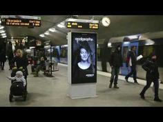 YouTube Campaña publicitaria de Apotek. El anuncio que se mueve cuando pasa el metro. Anuncio curioso donde los haya.  Marketing experiencial. Sorprendió a unos cuantos usuarios del metro